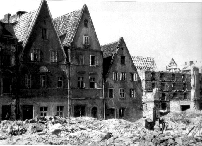 https://wratislavia.net/festung/1945_neuweltgasse.jpg